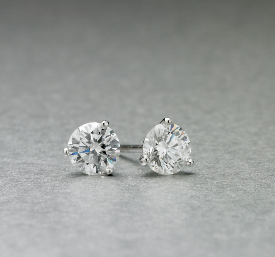 RED130142-Diamond 3 Claw Stud Earrings-20050808-900x840px-01.jpg