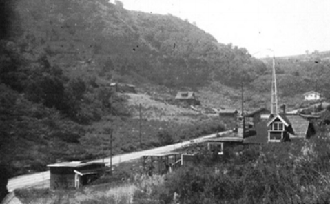 Lookout Mountain Road was still very country-like in the 1930's, but development continued apace. The cabin below left receives a more substantial neighbor.