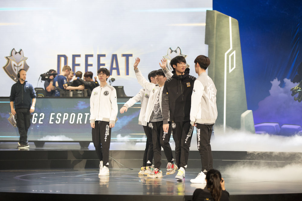 Semifinals of the League Of Legends Worlds Championship, Invictus Gaming acknowledging crowd after win over G2 on October 27, 2018 at the Gwangju Women's University Universiade Gymnasium in Gwangju, South Korea. (Photo by Timo Verdeil / ESPAT Media)