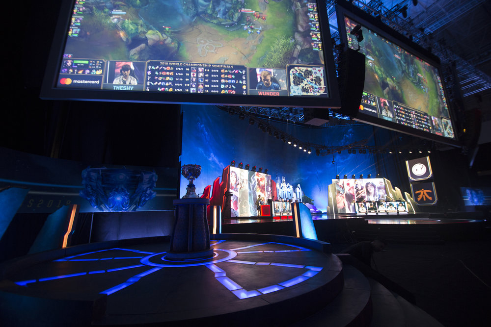 Players battling it out onstage at semifinals of the League Of Legends Worlds Championship on October 27, 2018 at the Gwangju Women's University Universiade Gymnasium in Gwangju, South Korea. (Photo by Timo Verdeil / ESPAT Media)