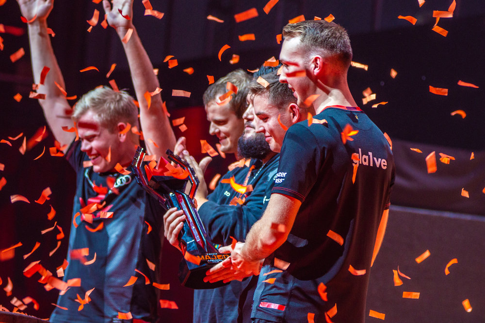 Team Astralis enjoying the support from fans after their win over Navi. FaceIT Major at The SSE Arena, Wembley on September 23, 2018 in London, England.  Photo by Kieran Gibbs / ESPAT Media