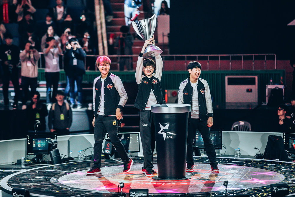 SEOUL, SOUTH KOREA - APRIL 13: SK Telecom T1 hoisting trophy after sweep win 3-0 over Griffin at LCK Spring Finals at Jamsil Sports Center on April 13, 2019 in Seoul, Korea. Photo by Timo Verdeil/ESPAT Media
