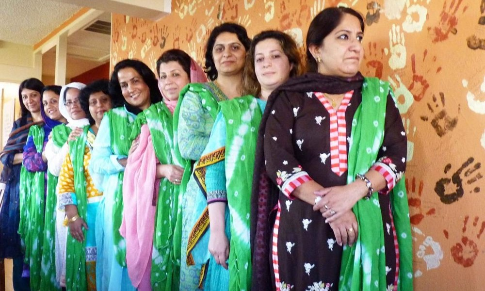 pakistani-woman-group.jpg