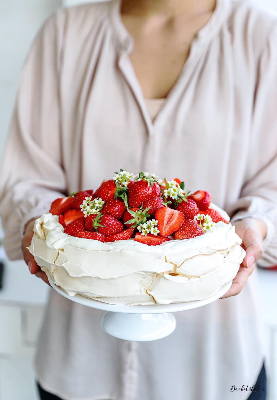 pavlova-mit-erdbeeren3-1.jpg
