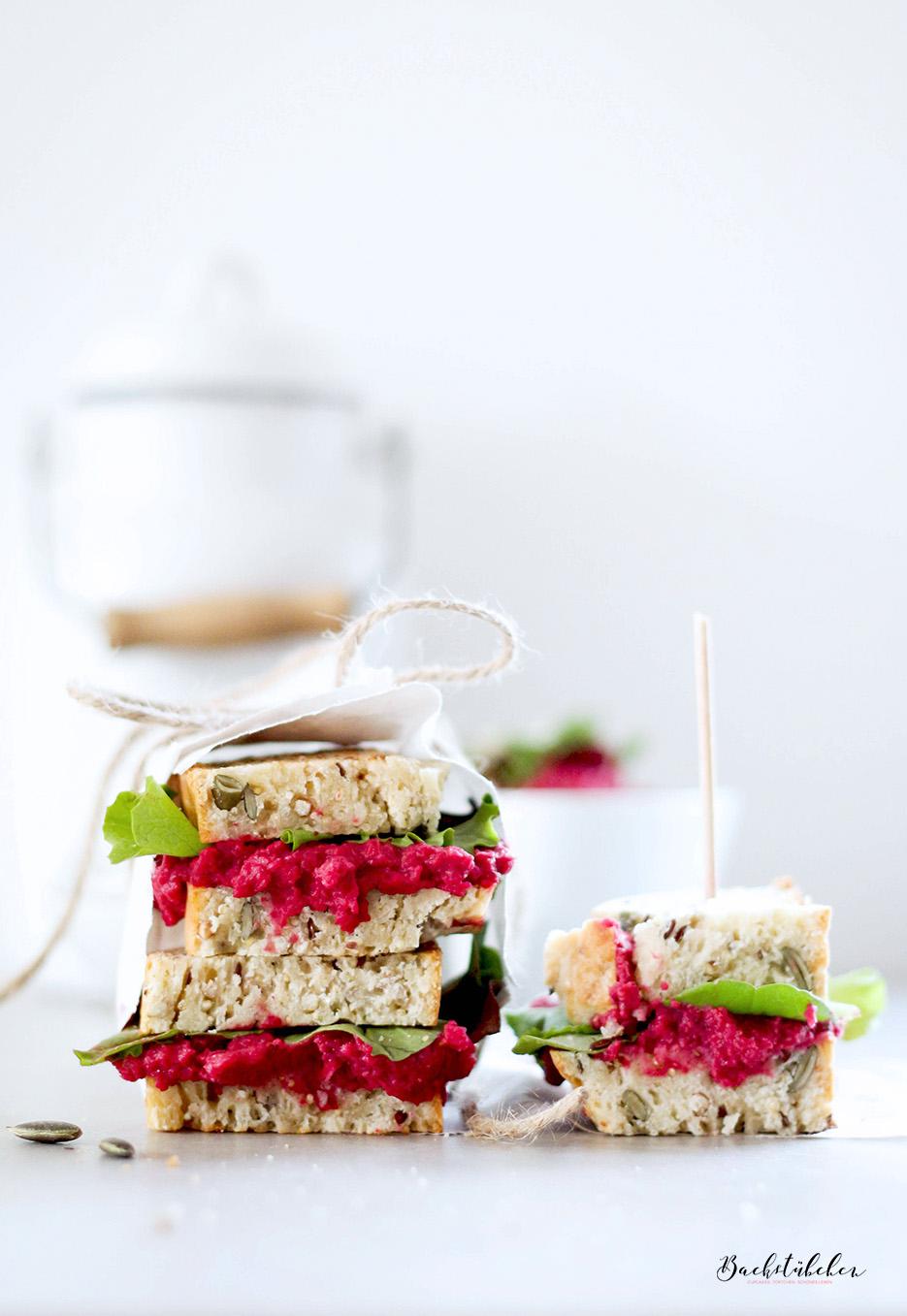 Quinoa-Brot-mit-Rote-Beete-Hummus3.jpg