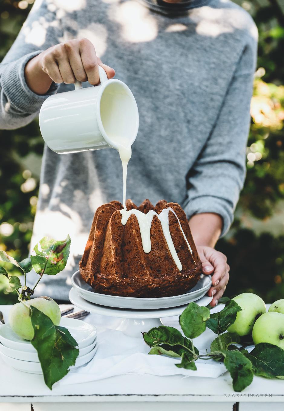 gugelhupf mit geriebenen äpfel ist erfrischend und besonders lecker mit heimischen Äpfeln