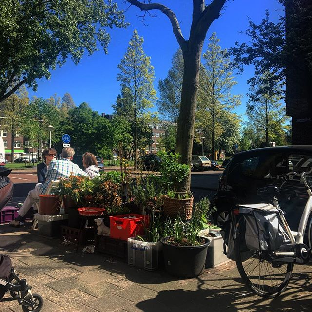 Sunny Sunday in #Amsterdam. . . . #caffenation #amsterdam #sunny #sunday #sunnysunday #bluesky #city #weekend #chill