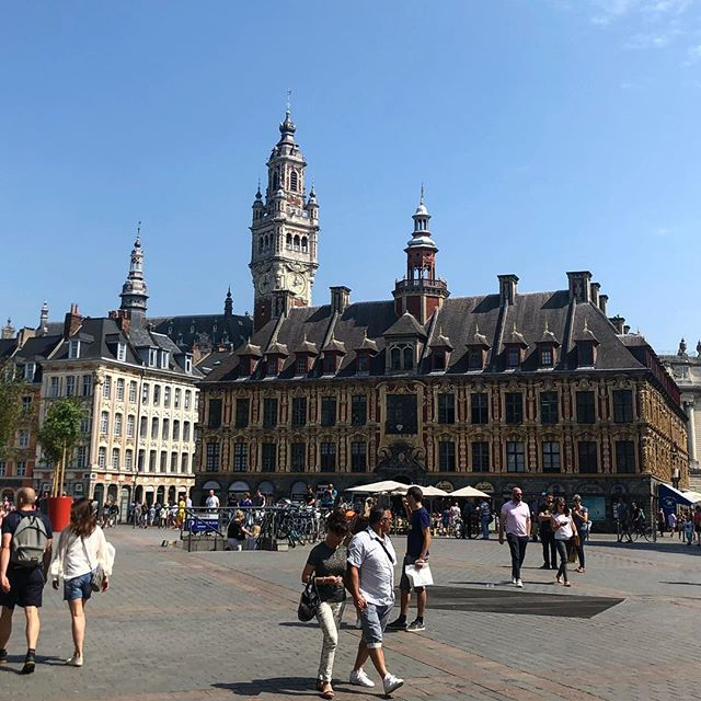 La Grand'Place de Lille. . . . #grandplace #lille #medieval #sunny #holidays #summer #france #beffroy #beffroydelille #bluesky #urban #city #bricks #architecture