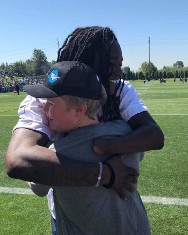 A special moment ❤️ #Seahawks #trainingday #gtf #g2f #nolimits #givingtofly #togetherwecanaccomplishmore