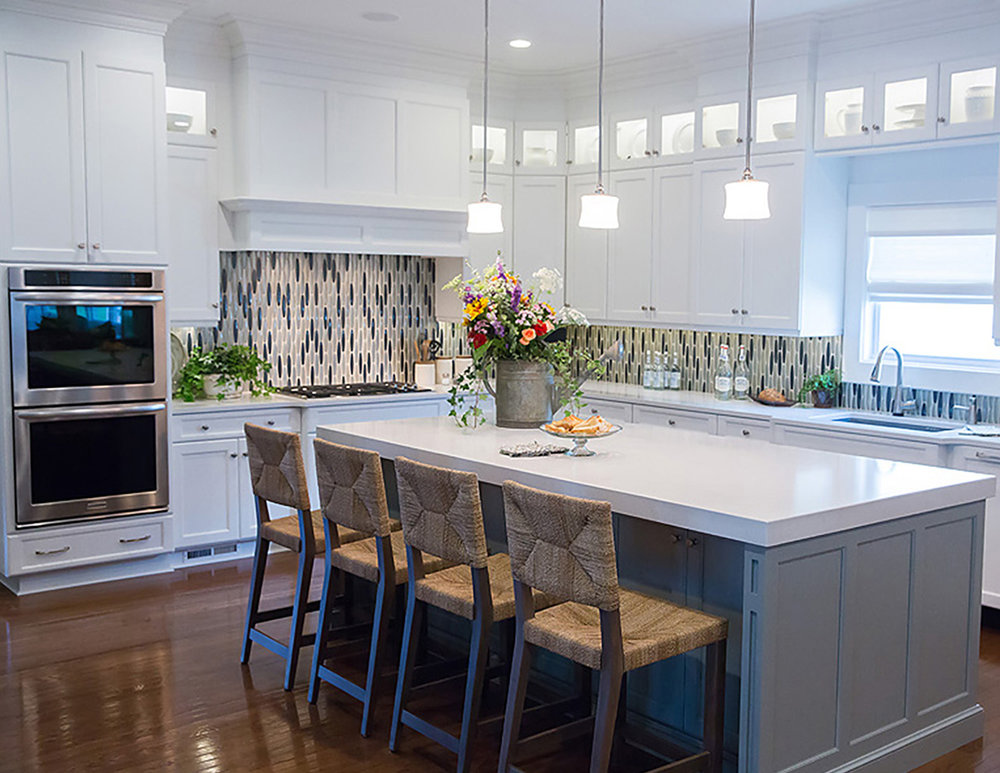 Beautiful_modern_Kitchen_gladd_backsplash.jpg
