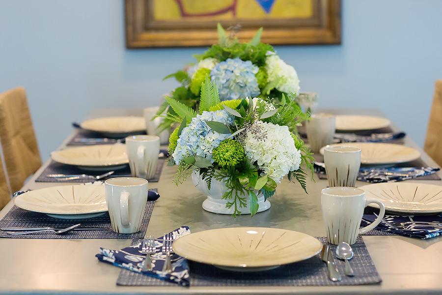 Navy-cream-gold-tablescape-interior-design-1.jpg