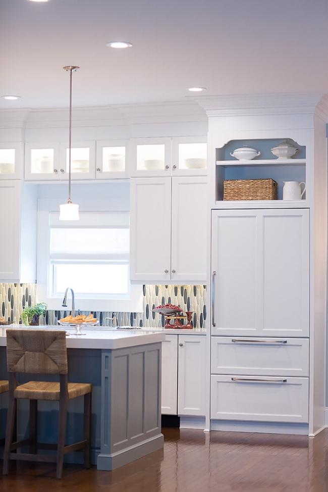 Calm, cozy, happy! Kitchen design which is functional, too. Image: Wanda S. Horton Interior Design - Photographer: Whitney Gray