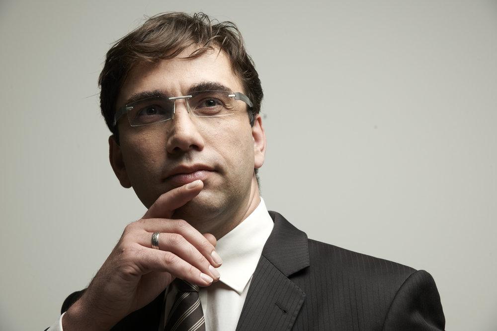 Sven Gabor Janszky Denkerpose, CEO, 2b AHEAD ThinkTank Roman Walczyna.jpg