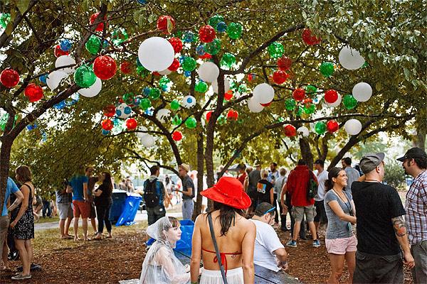 TOT20120717-Pitchfork-Jablonski-balloons.jpg