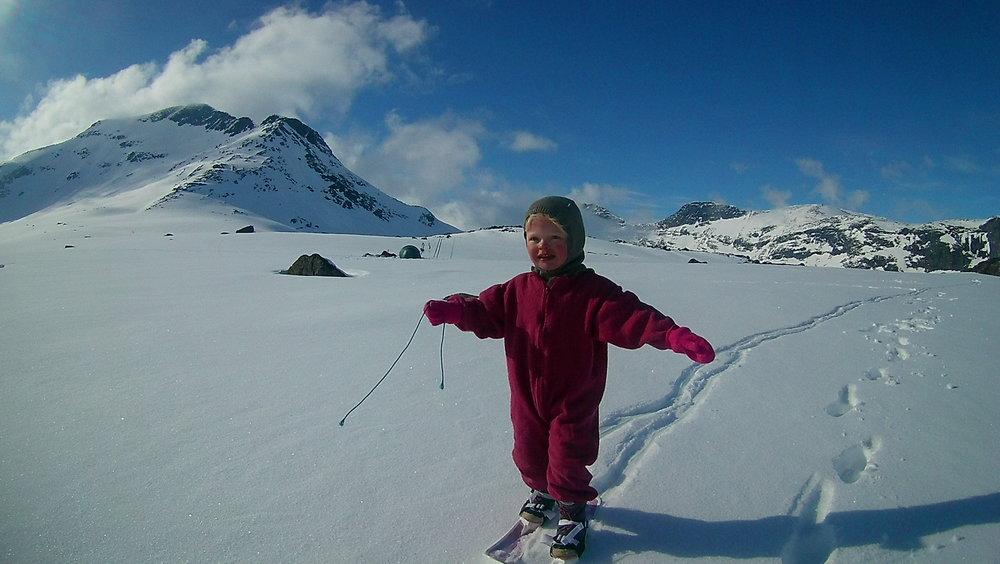 Lærer å gå på ski i Jotunheimen