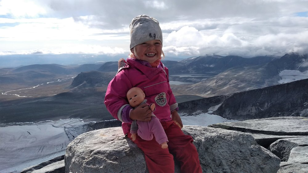 På toppen av Snøhetta 2286 moh etter å ha gått opp helt selv:)