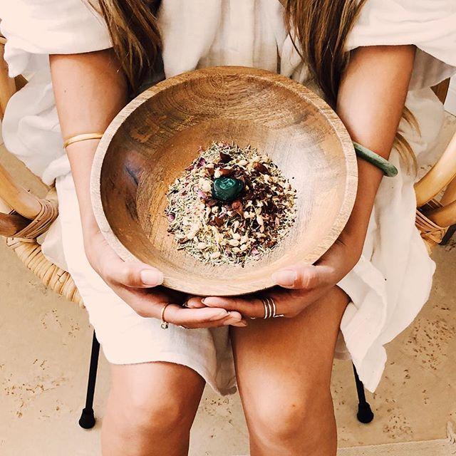 Hope you are treating yourself to the magic of self care this weekend! Next Sunday evening I'll be teaching a workshop on how to align your beauty rituals with the phases of the moon at @_ay.am_ in Playa Del Rey. They will be hosting a tea ceremony beforehand if you want to treat yourself to some extra grounding and self care before my workshop! Link in bio for more details ✨