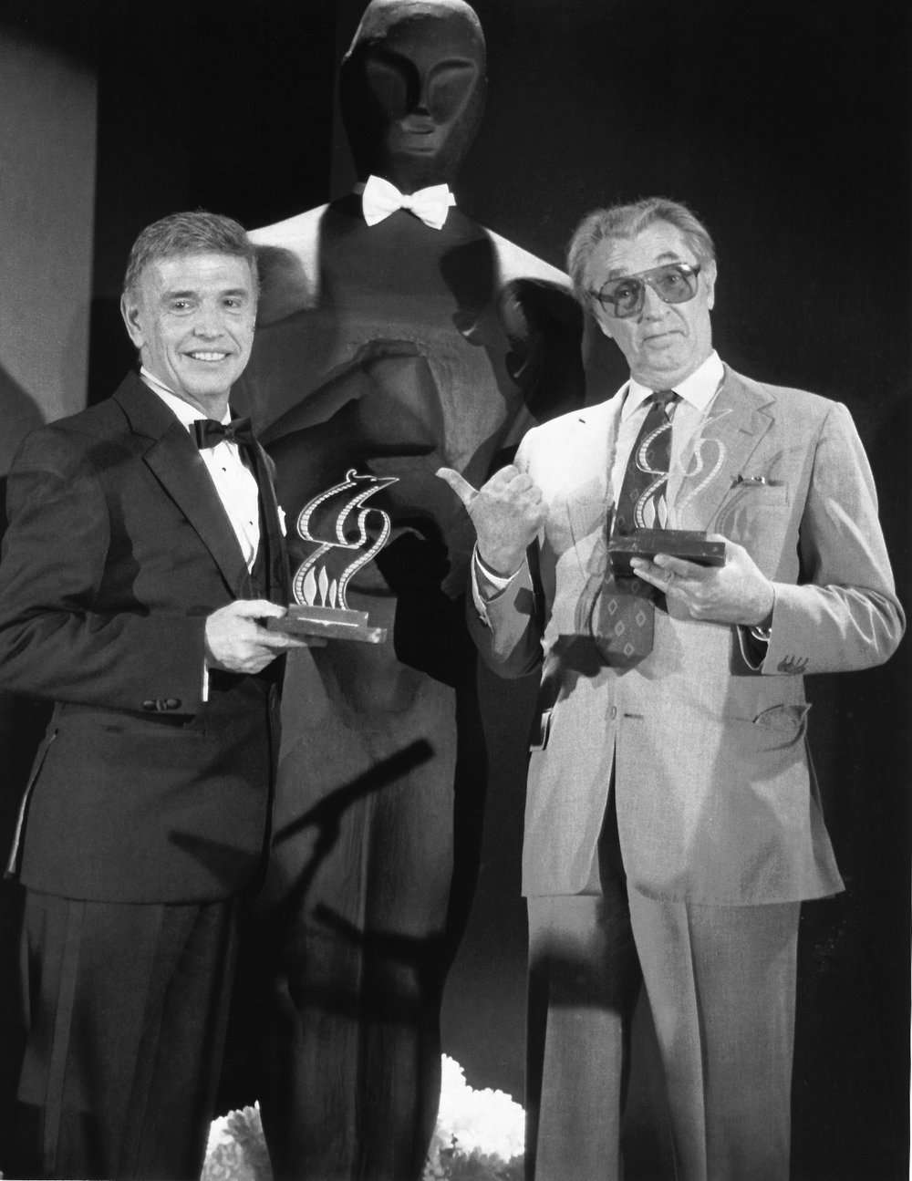 1967 Academy Awards, performance of 'Born Free', Roger with Robert Mitchum