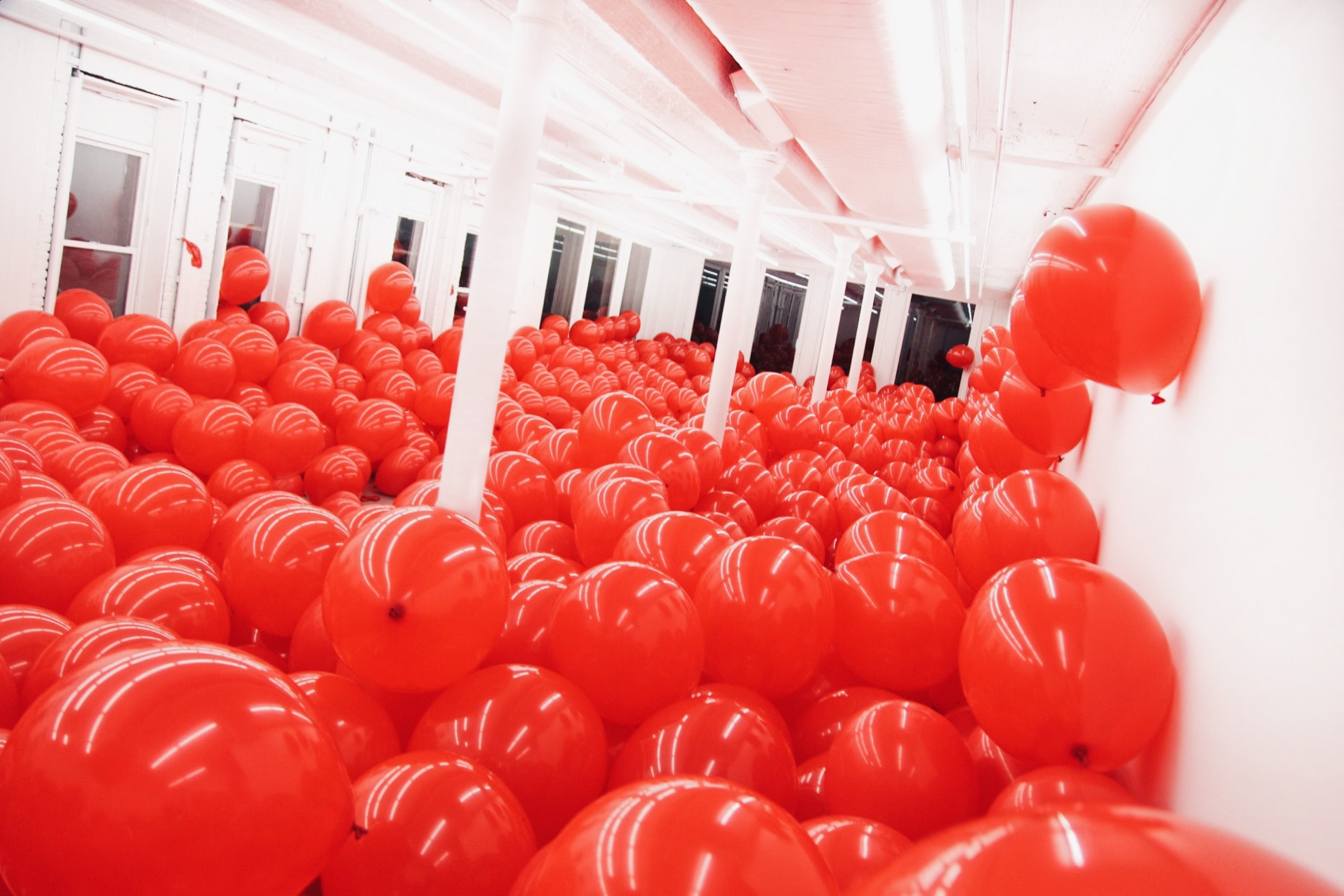 red balloon room