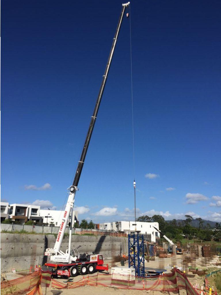 Capacity: 30t Boom Length: 33m Jib Length: 14.5m Crane Width: 2.50m Crane Length: 12.58m Weight: 30,900Kgs Jib Offset: 5º, 17º, 30º