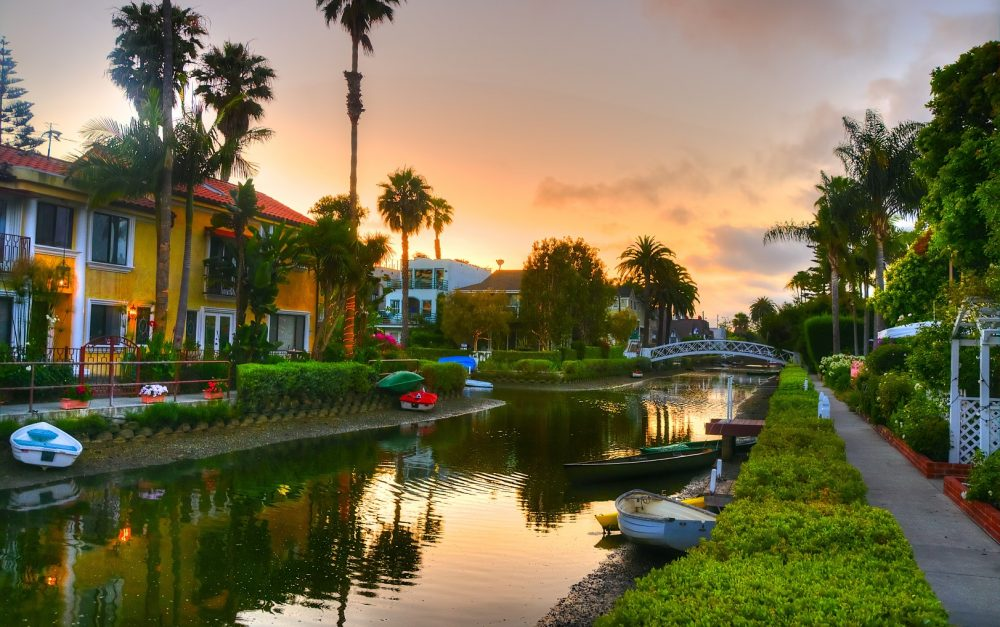 bigs-Venice-Canals-Walkway-Los-Angeles-California-at-sunset-Large-e1511138848547-1000x627.jpg