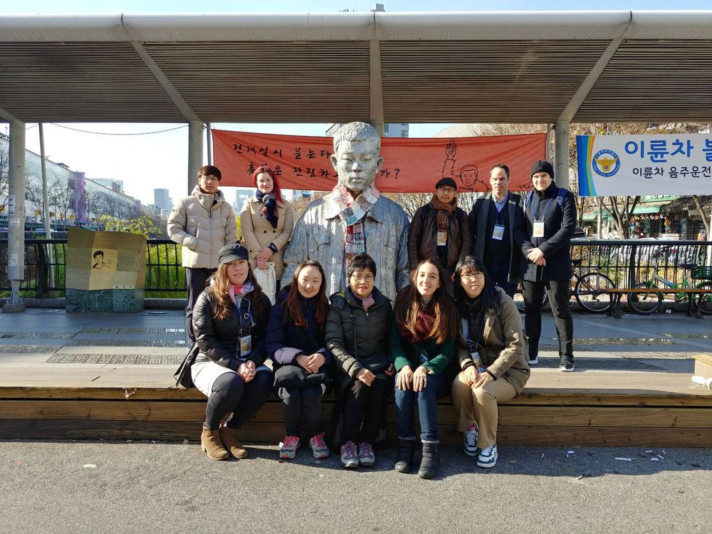 (Labor History Tour Participants with Shin Soon-ae in front of Jeon Tae-il's statue at Peace Market)