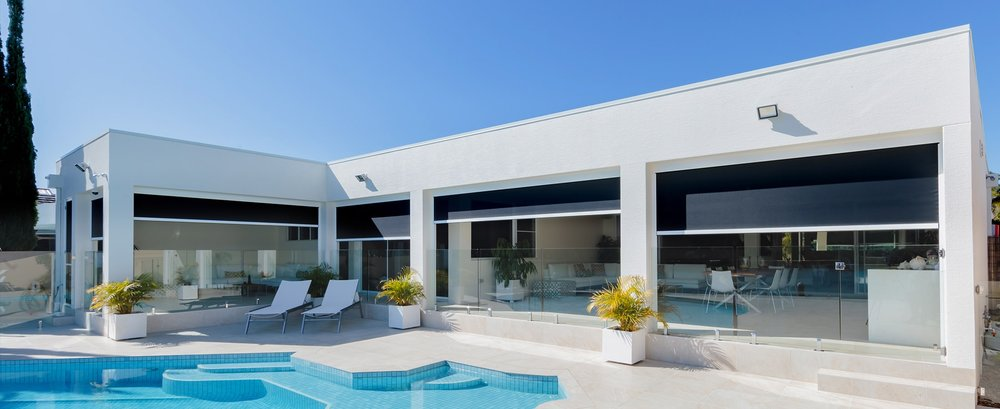modern-house-with-zipscreen-outdoor-blinds.jpg