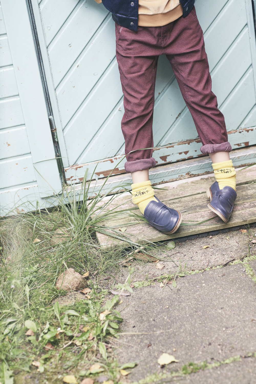 LENNY    Left and right:  Jacket FINGER IN THE NOSE  Pullover MORLEY  Trousers ZARA Socken BOBO CHOSES  Shoes ZARA