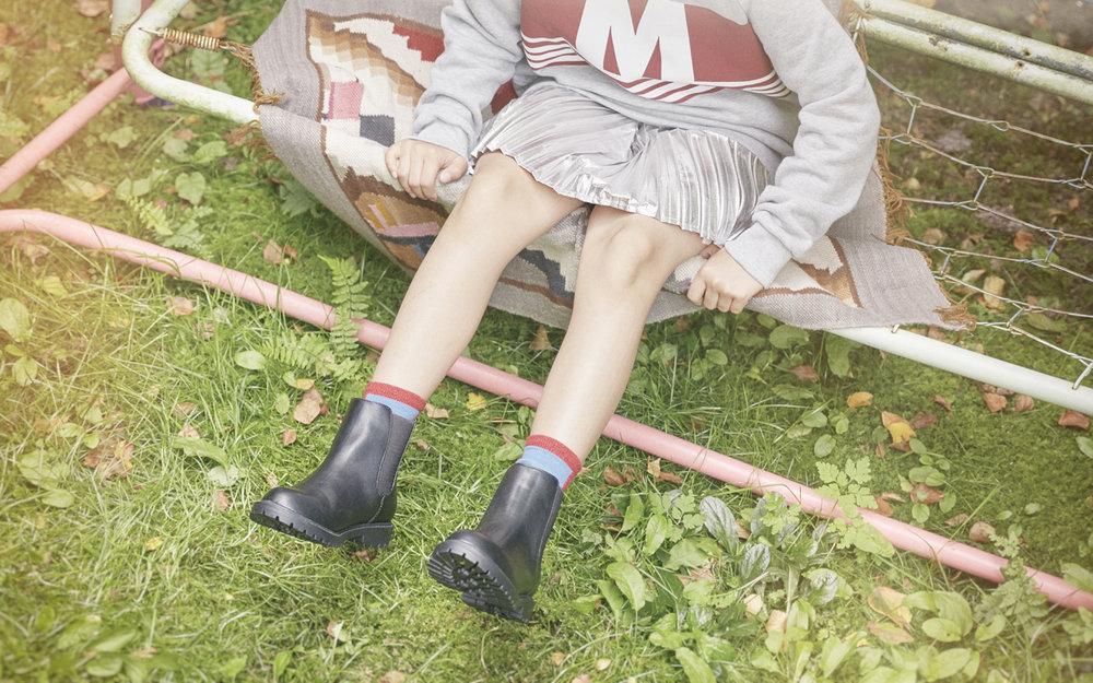 HOLLY   Sweatshirt MARNI  Skirt and shoes H&M  Socks BOBO CHOSES