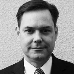 """Mikko Teittinen   CEO   Bang & Bonsomer Group Oy   """"Toteutimme myyntijohdon valmennusohjelman useissa eri maissa sekä liiketoimintayksiköissä. Antti auttoi meitä kehittämään myynnin johtamisen käytäntöjä ja esimiestyön systematiikkaa. Hän antoi henkilökohtaista tukea sekä neuvontaa esimiestilanteisiin ja haasteisiin. Antti on helposti lähestyttävä persoona ja hänessä yhdistyy kova myyntijohdon osaaminen sekä kyky tulla toimeen hyvinkin erilaisten henkilöiden kanssa. Yhteistyö Antin kanssa jatkuu edelleen."""""""