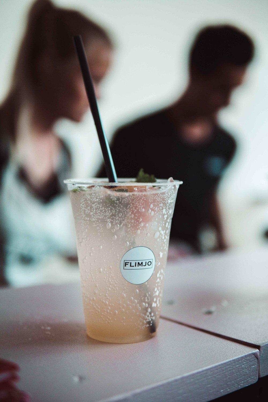 mit prosecco: - Für den absoluten Sommerhit haben wir uns -neben feinem Gin und vodka- etwas