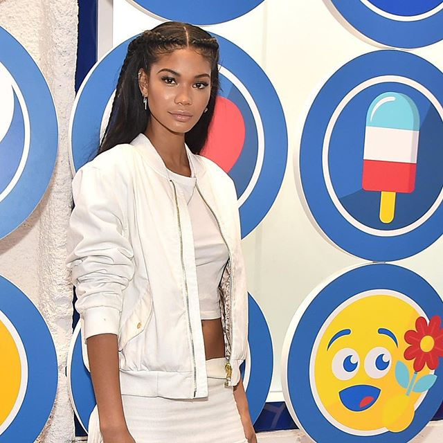 #tbt to 👩🏽💼 @chaneliman on the 🥤 Pepsi World Emoji Day red carpet in New York City in 2016 🗽🏙 👯♀️⠀ 📸: Getty Images⠀ .⠀ .⠀ .⠀ ⠀ #worldemojiday #emoji #emojis #pepsi #pepsimoji #newyork #redcarpet