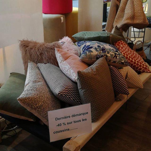 Dernier weekend de soldes chez Morenita!profitez de nos ultimes démarques , encore deux canapés d'expo à -30% à saisir.#decoration #mobilier #textiles #soldes