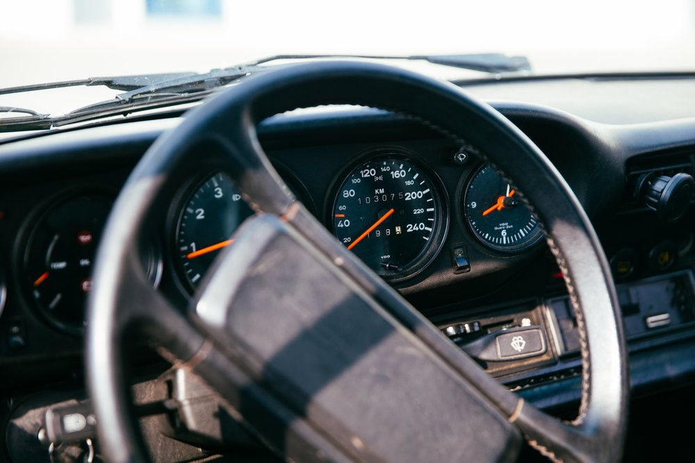 classic-car-speedometer_4460x4460.jpg