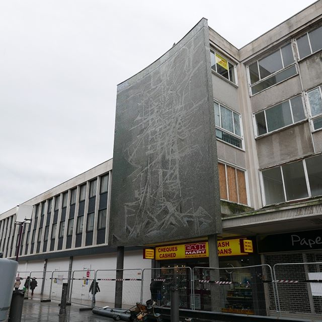 Nice to see the mosaic by Geoffrey Clarke a bit more clearly now! The glass and steel canopy has be taken down in the town centre. #geoffreyclarke #geoffreyclarkeartist #geoffreyclarkeartist #basildon #Basildonart #TFEA #newtownarchitecure #20thcenturysociety #mosaic