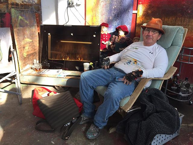 Front Street Studios 2/21. Talented artist and all-around great guy, @mike_elsass chilling by his new fireplace. 😊 #studiolife #abstractartist #daytonartist #frontstreet #dayton