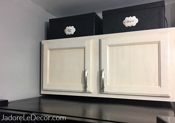www.JadoreLeDecor.com | How to use the extra space above the kitchen cabinets in a tiny kitchen | www.JadoreLeDecor.com| Small space home organization hacks.