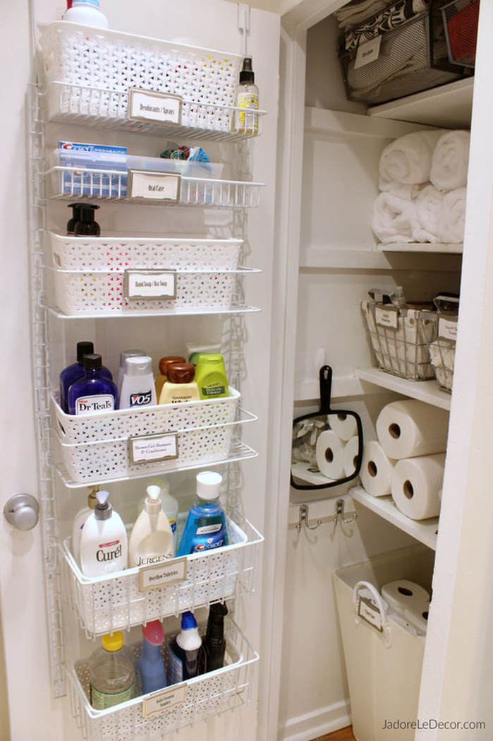 www.JadoreLeDecor.com | Simple tips to creat an organized small linen closet | Small home and apartment organization hacks