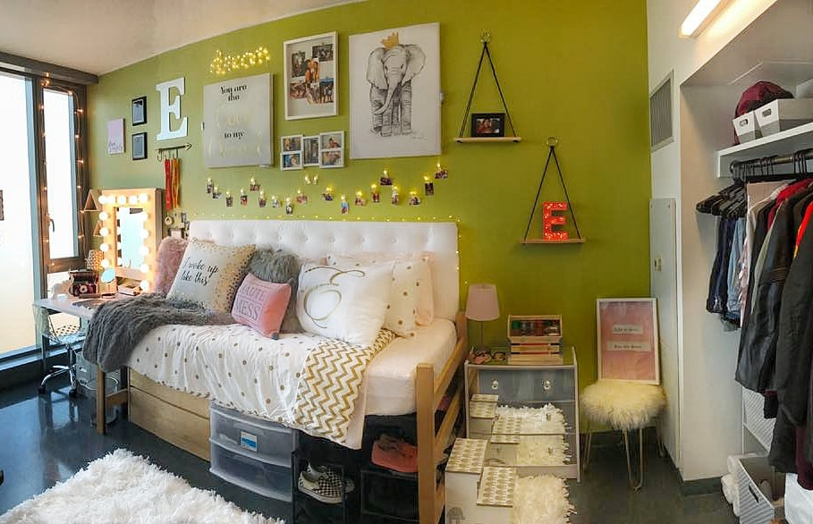 www.JadoreLeDecor.com | A real life example of how one family teamed up to help their student create a dorm room that is totally #snatched (that means cool). #dormlife | Small space living | College Dorms