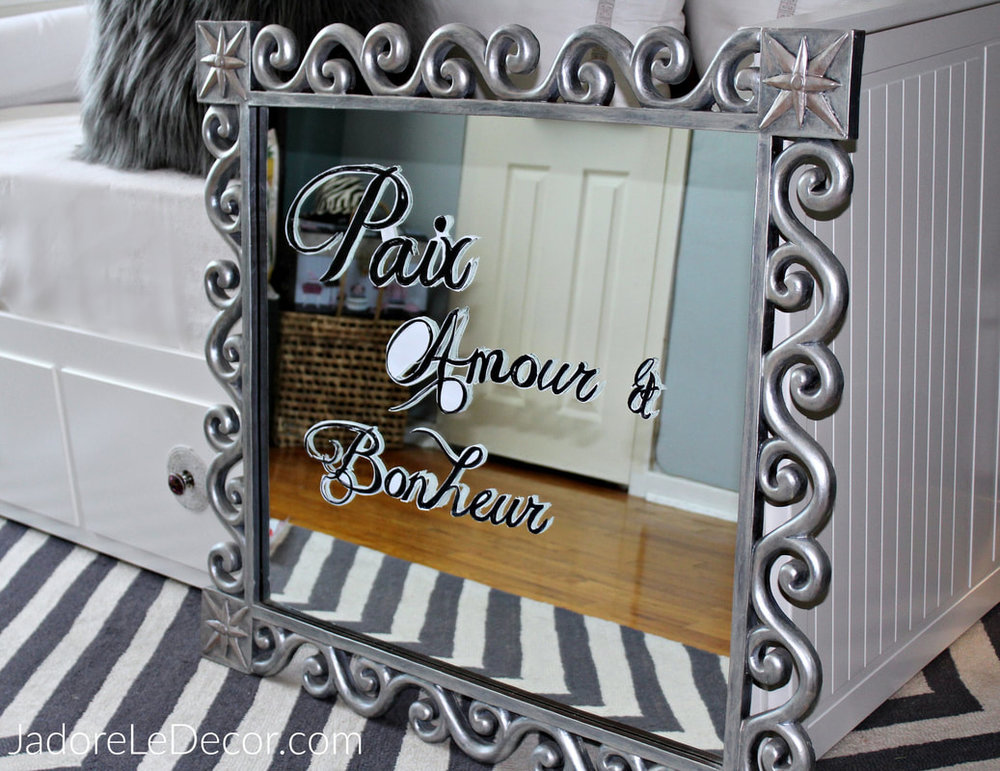 www.JadoreLeDecor.com |Learn how to make a mirrored sign with ease for your wedding, even if you don't have calligraphy skills. | Crafts | DIY | DIY Weddings