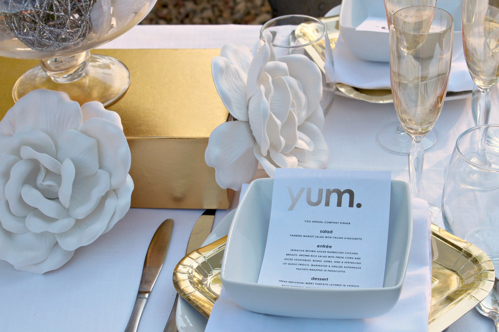www.JadoreLeDecor.com |Find budget inspiration for your gold and white wedding reception in this staged shoot. | Wedding Color Schemes | Outdoor Wedding | Gold and White Wedding