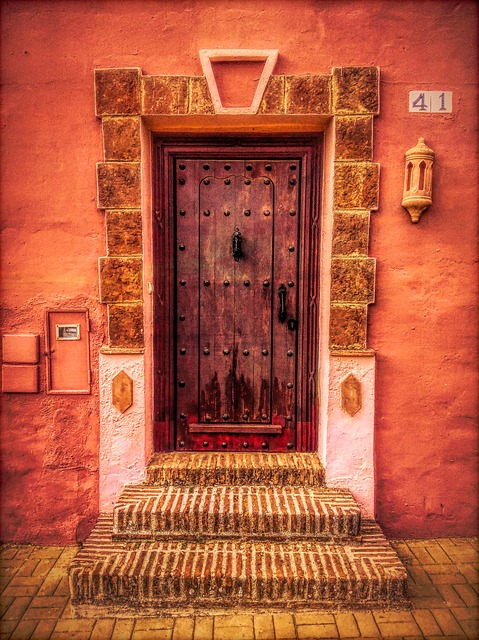 www.JadoreLeDecor.com | People from all over the world are sharing their fascination with doors. #doortraits