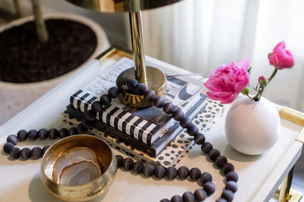 www.jadoreledecor.com | Guest blogger Saher shares her tips for keeping a tidy family room. | Family room organization tips | #wholehouseorganization #homeorganization #organizing #smallspaceliving #bohochicliving #neutralboho #bohemian