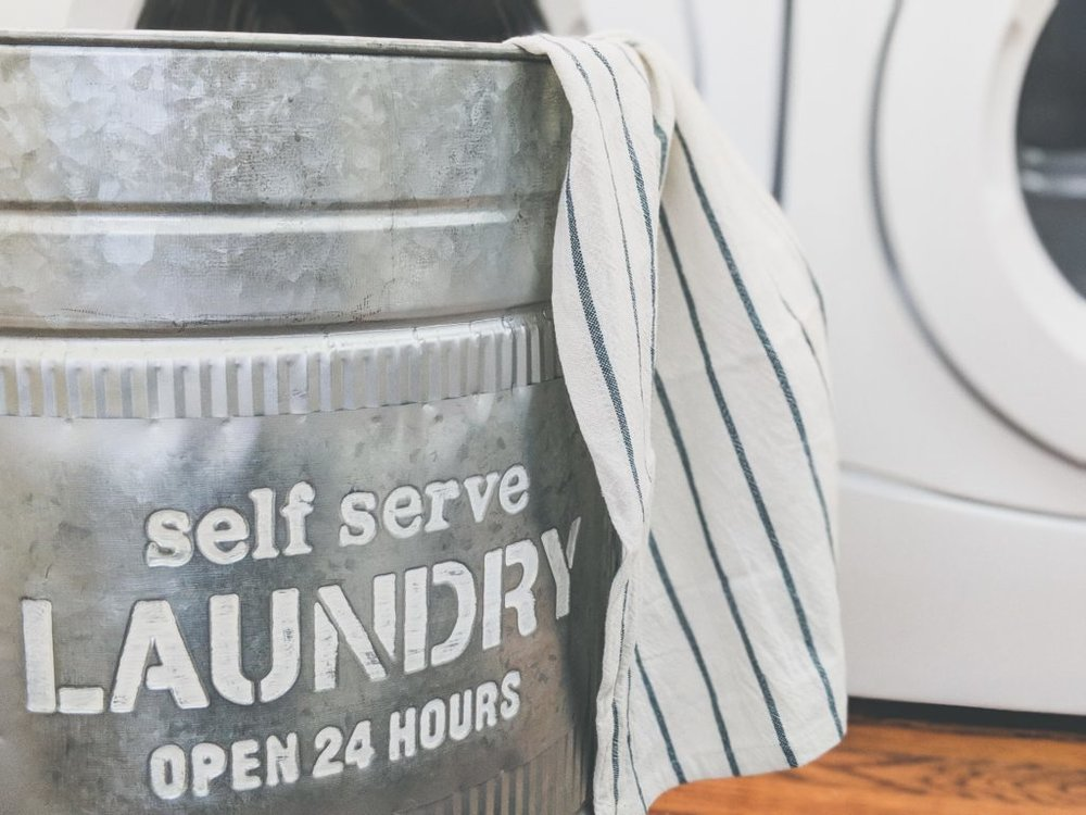 Source |  Crystal from    The Holiday Collective    has a great tip for laundry day blues: Self-Serve Laundry