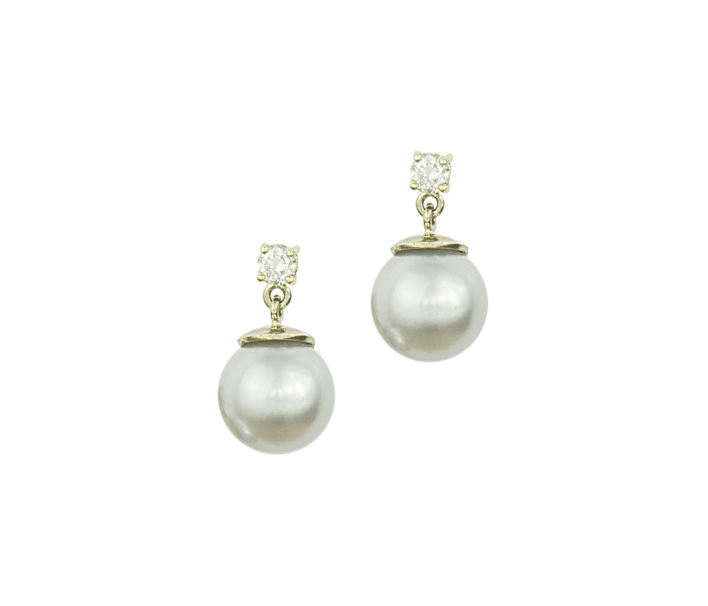 Soft grey pearls with diamonds in 18ct simple classic and beautiful these are articulated for small movement