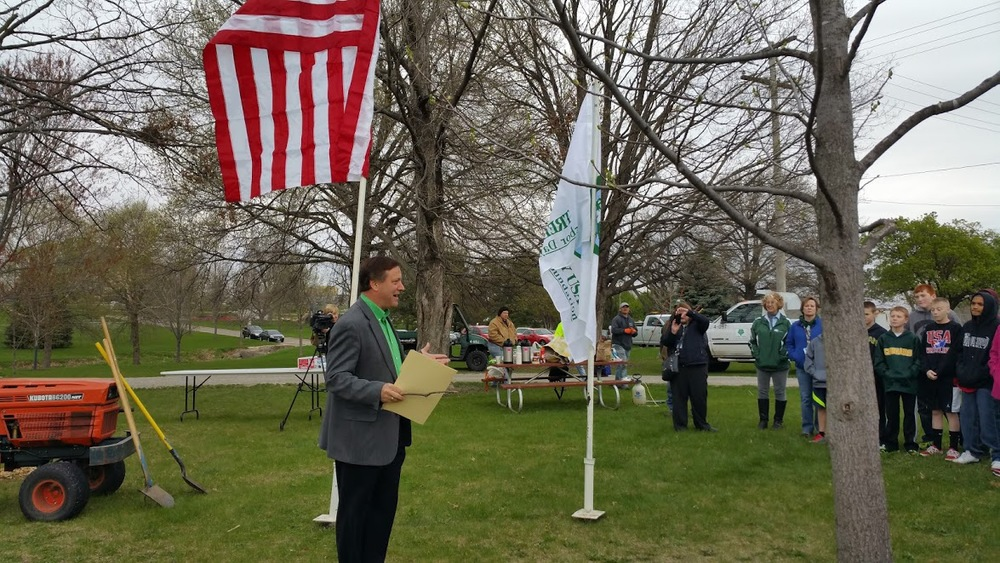 City of Cedar Rapids Council Member Kris Gulick recognizes the efforts of the City, Blue Zones, Hughes Nursery, Trees Forever, and others during the commemoration of the City's first Urban Orchard.