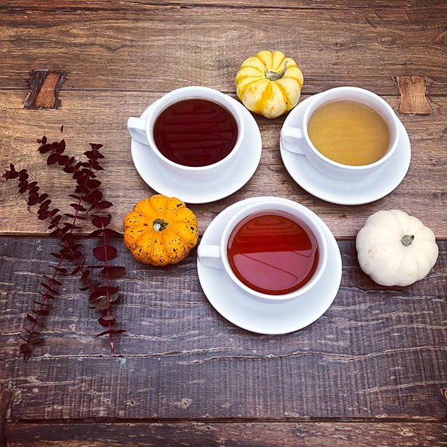 Beat the gloomy weather with one of our craft teas. Joins us and explore all of our flavors! -White Peach -Lemon Ginger -English Breakfast  #tea #warmup #comfort #larchmontbungalow