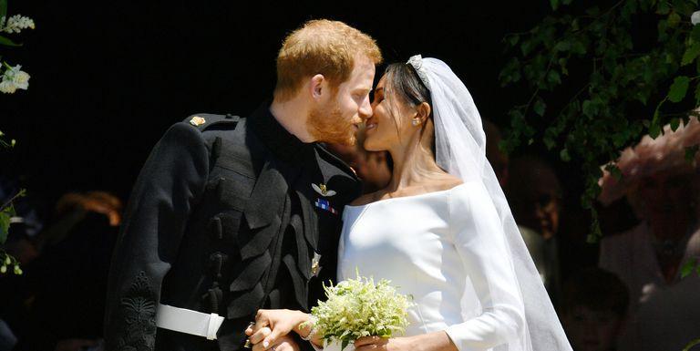 royal-wedding-2018-kiss-1526732421.jpg