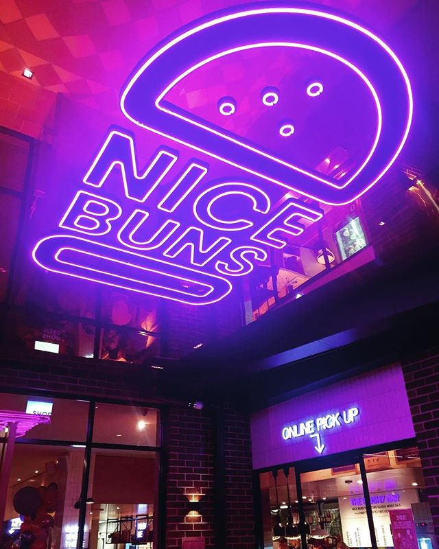 Congratulations @yomgyogurt for the grand opening of Nice Buns , Berwick. What a great night!!! Super delicious bergs and bevs😋And it was nicely lit 💡💡💡 #nicebunsbyyomg #nbbyyomg #yomgyogurt #thebestofyomg