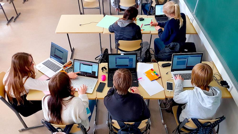 Visuaalinen taide ja ohjelmointi -kurssilla syntyy interaktiivisia teoksia.